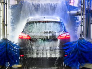 Stations de lavage auto: test comparatif des prix, des performances et du service